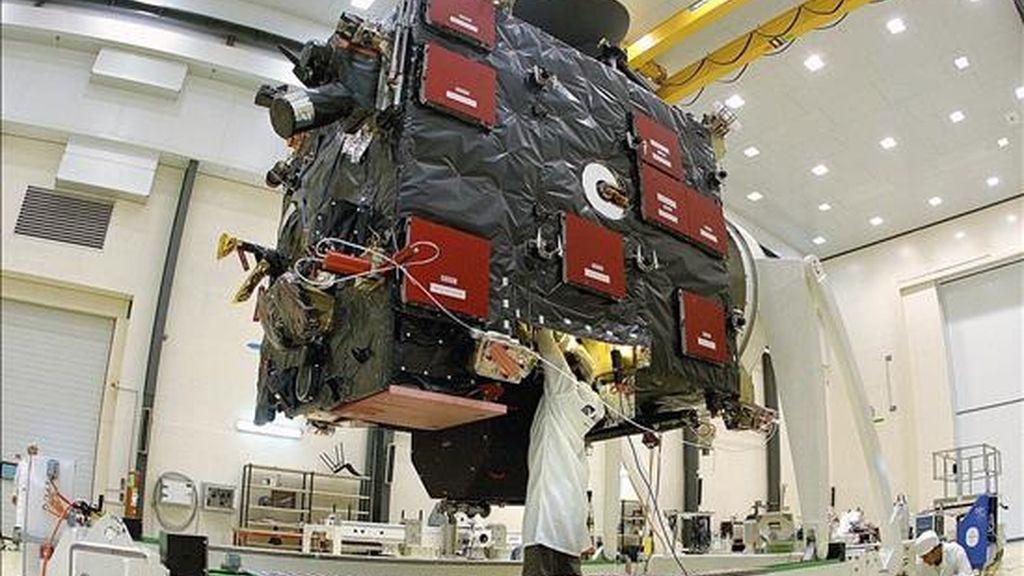 En la foto de archivo preparativos de la sonda espacial Rosetta en el Centro Espacial Europeo de Kourou (Guyana francesa). EFE/Archivo