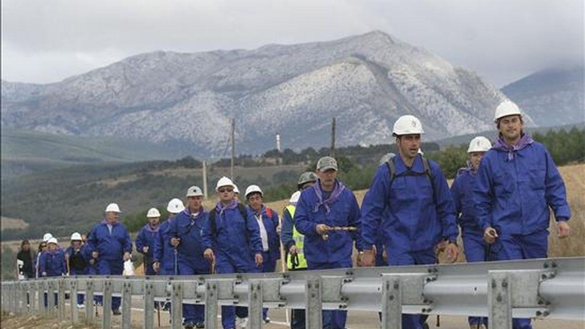 Mineros palentinos en la primera marcha negra en defensa del carbón. EFE/Archivo