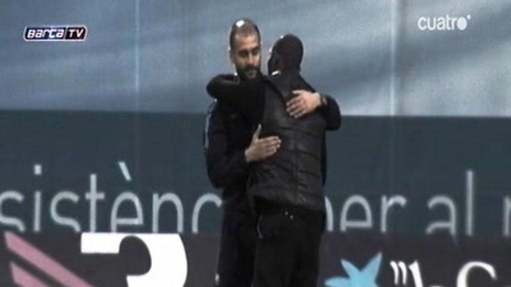 El abrazo de Eto'o y Guardiola