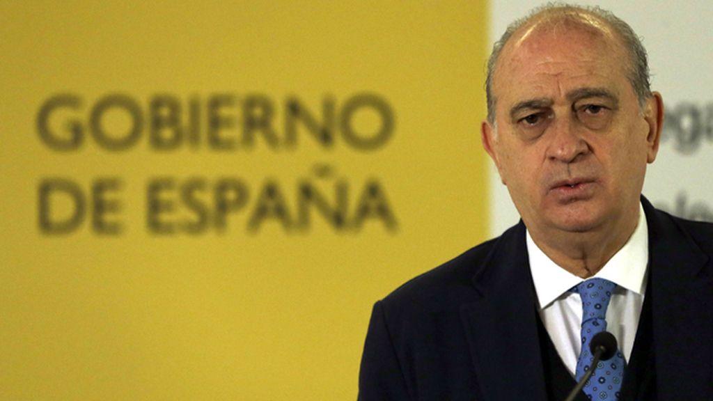 """Fernández Díaz considera """"poco digno"""" el comentario de Colau sobre los titiriteros"""
