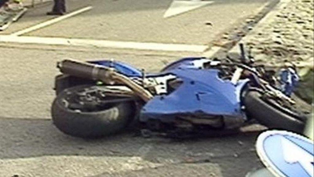 Una moto en un accidente. EFE/Archivo