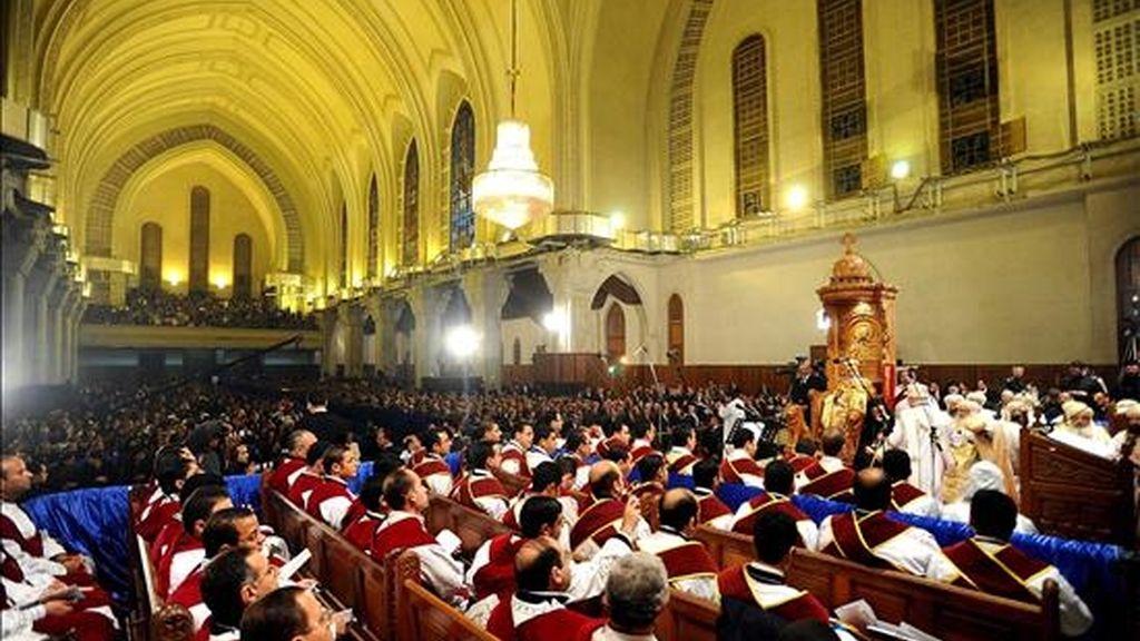 Vista general de la la Catedral de Abassiya donde el líder de la iglesia cristiana copta egipcia, el Papa Shenouda III, lidera la celebración de la misa masiva de Nochebuena, en El Cairo (Egipto). EFE