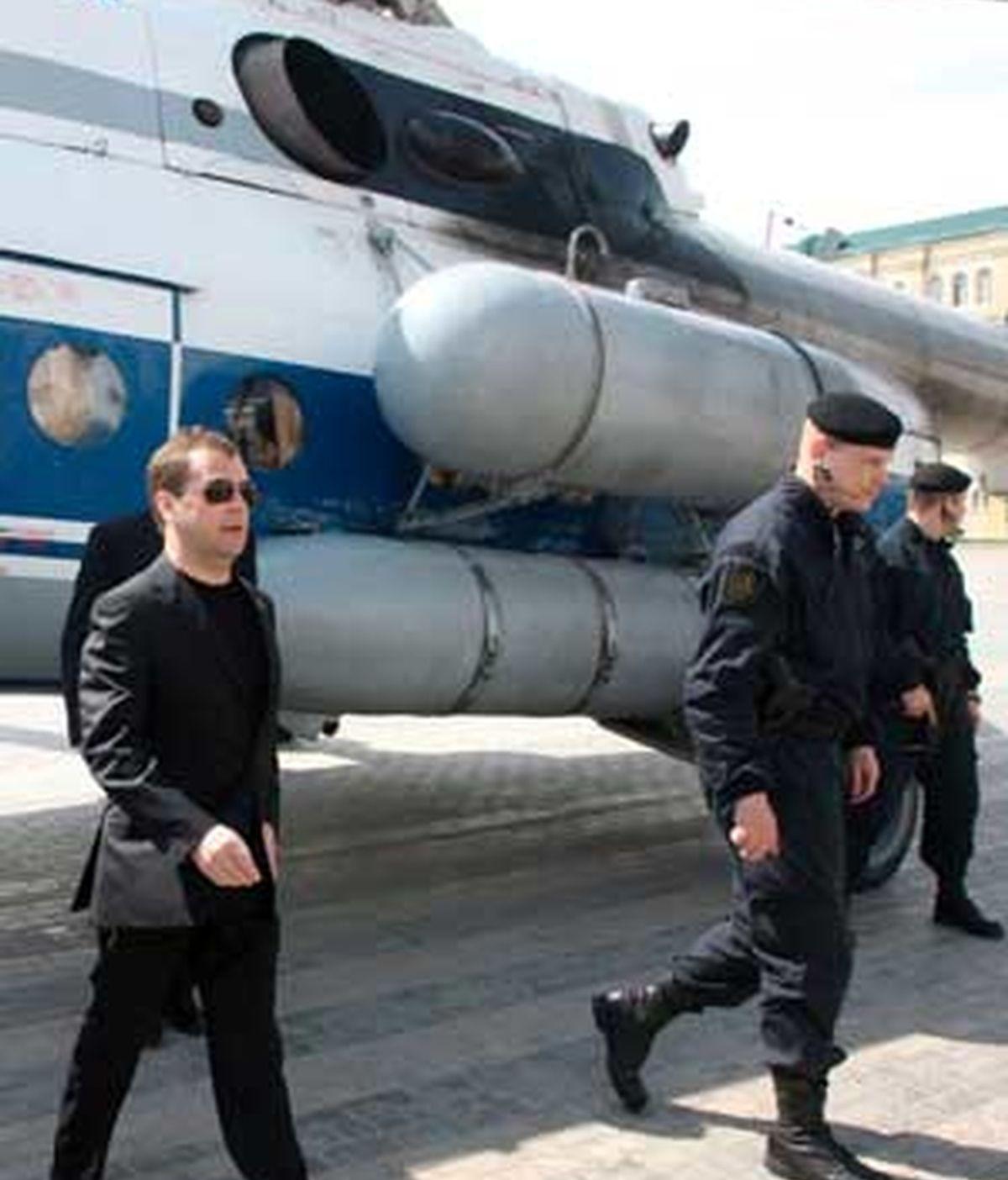 El presidente ruso, Dmitri Medvédev, viajó hoy desde Moscú a la república de Daguestán, golpeadas esta semana por sendos atentados terroristas. Foto: EFE.