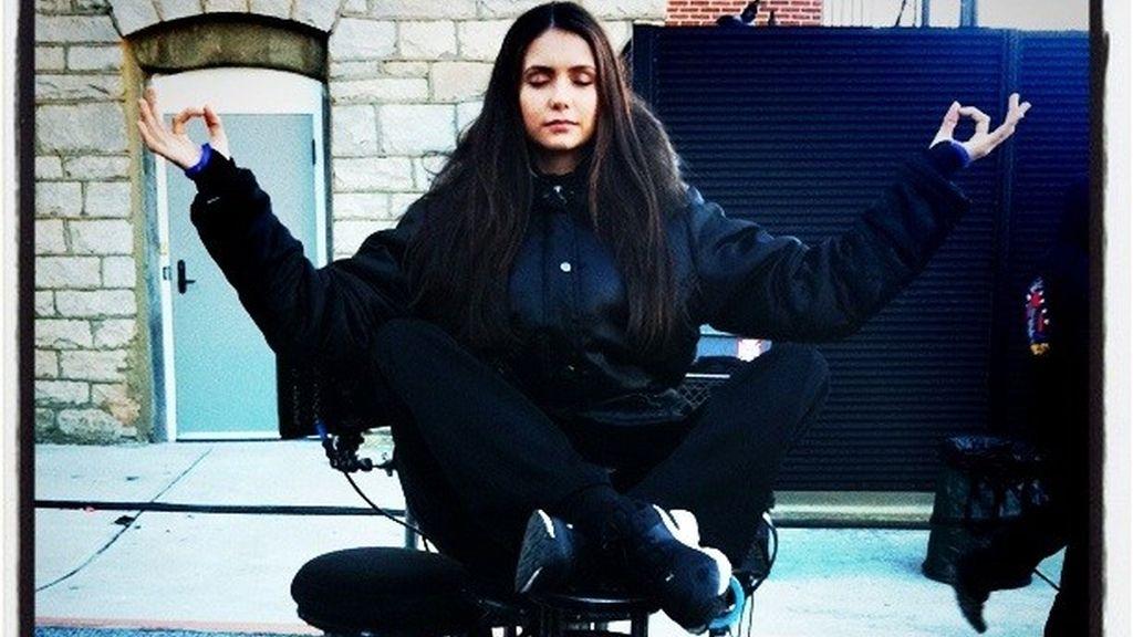 Nina Dobrev en el set de rodaje
