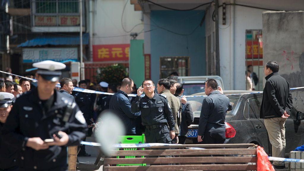 Un hombre apuñala a diez niños a las puertas de una escuela en el sur de China