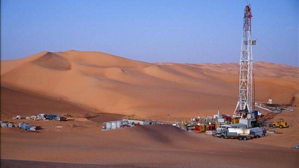 En la imagen de 2007, vista del yacimiento descubierto en la cuenca de Murzuq (Libia) por la petrolera hispano-argentina Repsol YPF. EFE/Archivo