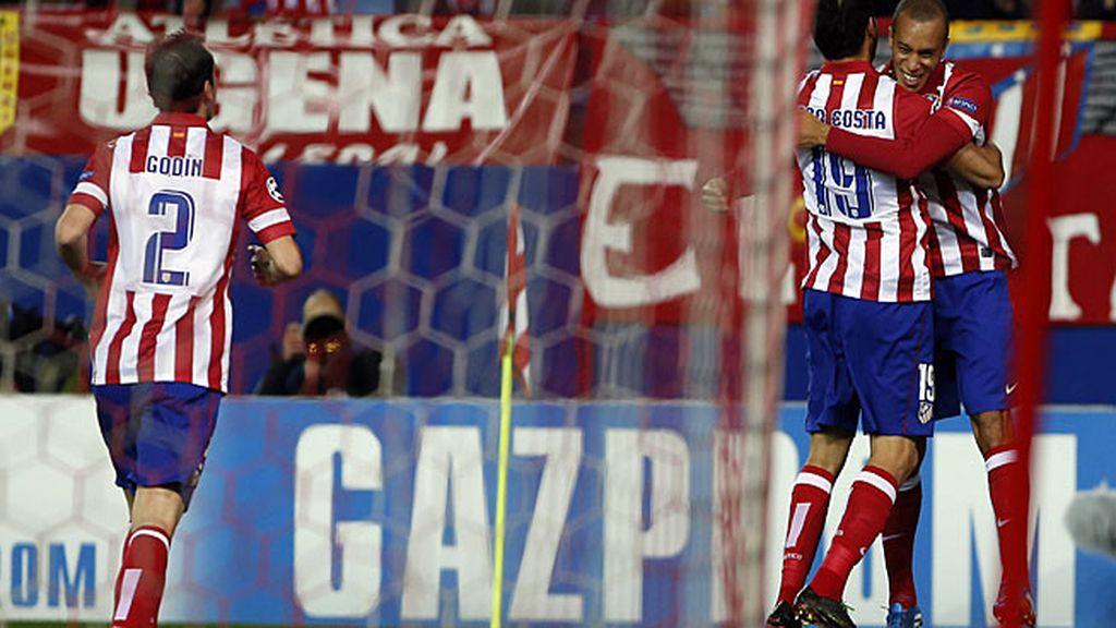El Atlético celebra el gol de Miranda