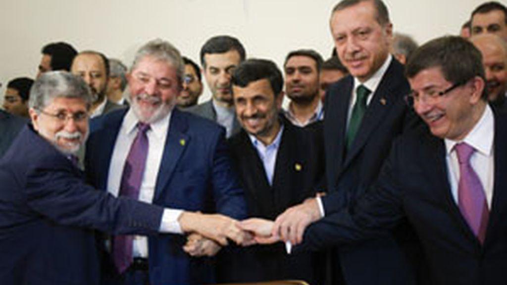 Ahmadineyad, lula y erdogan firman un acuerdo para intercambiar uranio
