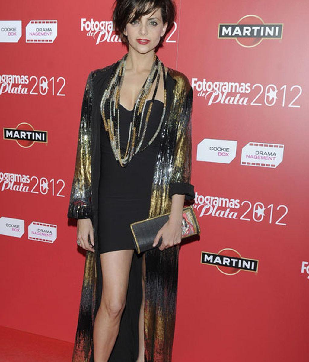 Macarena Gómez, con un estilismo a base de complementos