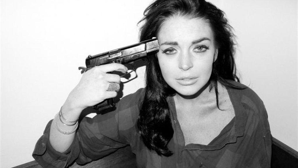 Lindsay Lohan se apunta con una pistola