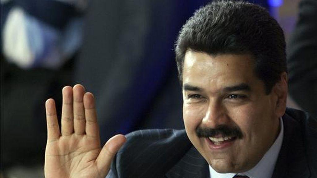 El minisitro venezolano de Relaciones Extriores, Nicolás Maduro, saluda durante la reunión de cancilleres en el marco de la XX Cumbre Iberoamericana en la ciudad argentina de Mar del Plata. EFE