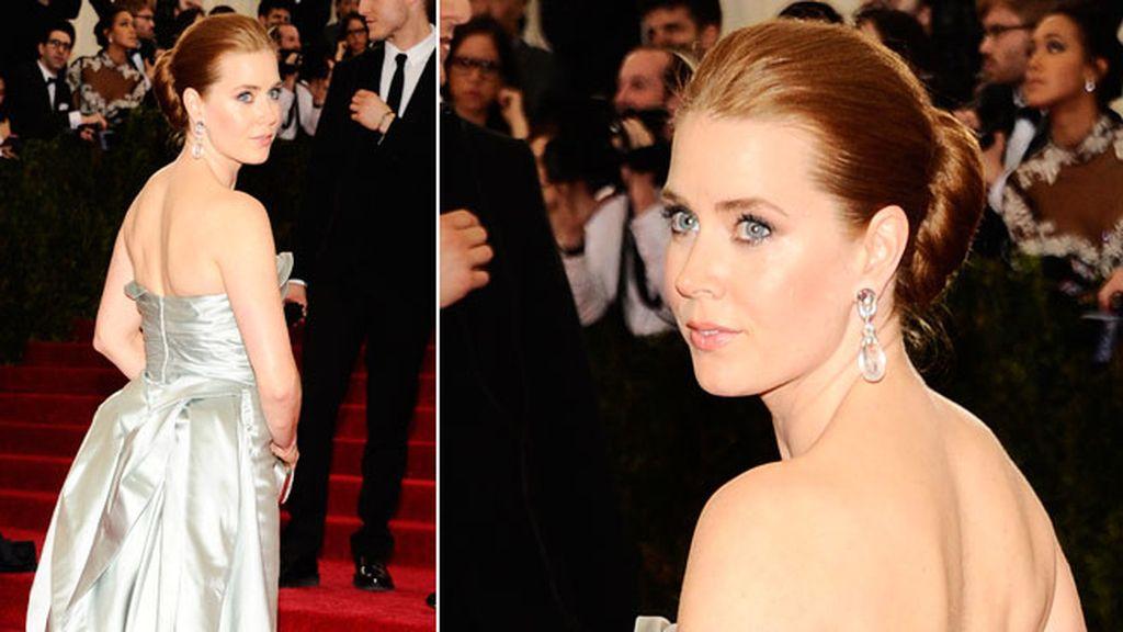 Amy Adams también apostó por un diseño de Oscar de la Renta
