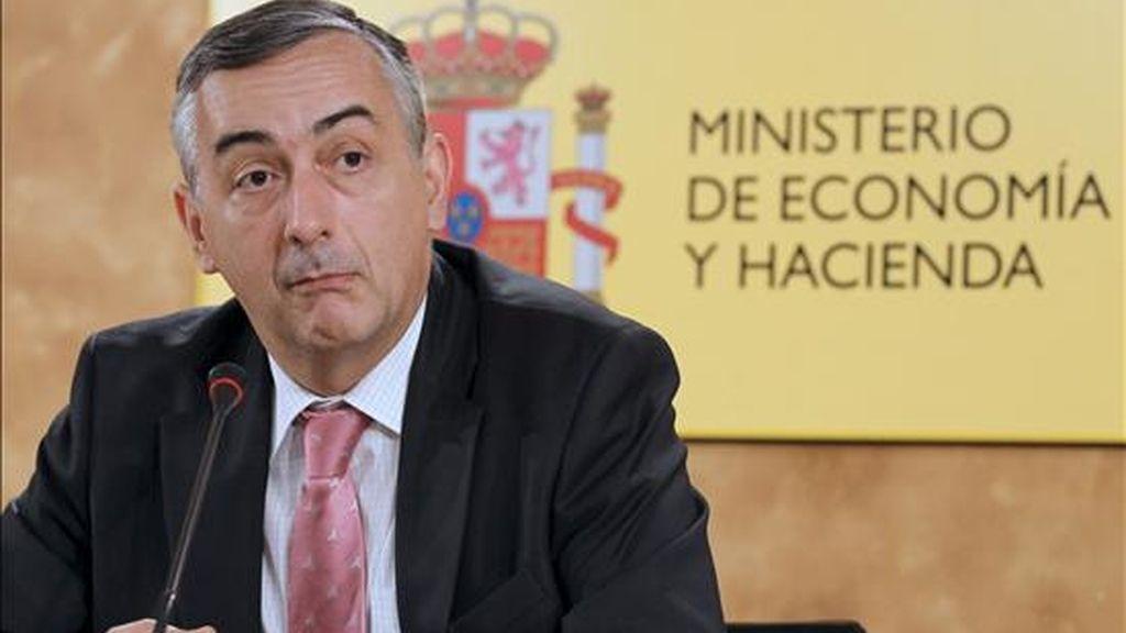 El secretario de Estado de Hacienda y Presupuestos, Carlos Ocaña, durante la rueda de prensa que ofreció hoy para informar de los datos de ejecución presupuestaria del primer semestre de 2010. EFE