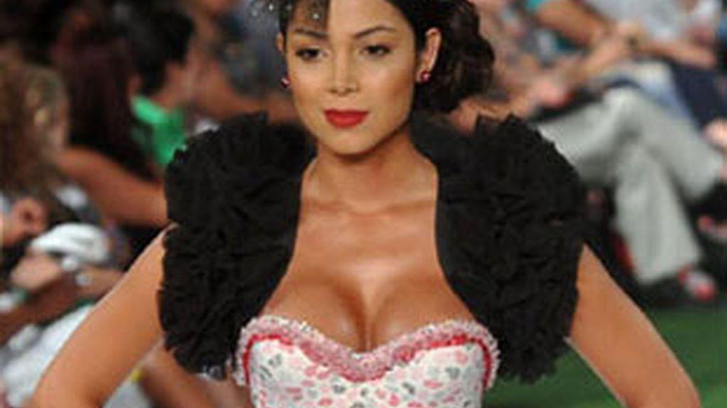 Las mujeres compran ropa más sexy según su ciclo. Foto: EFE