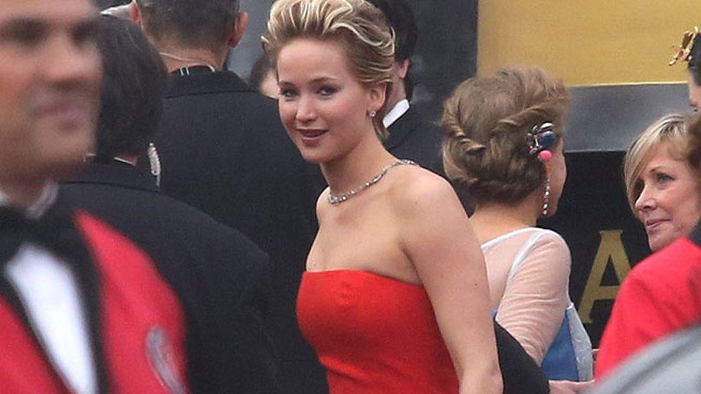 La actriz tropezó con la alfombra roja a su llegada a la gala