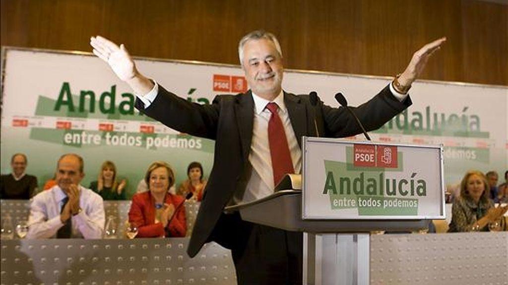 El candidato a la Presidencia de la Junta de Andalucía por el PSOE, José Antonio Griñán, tras ser ratificado hoy en la reunión del Comité Director del PSOE andaluz. EFE