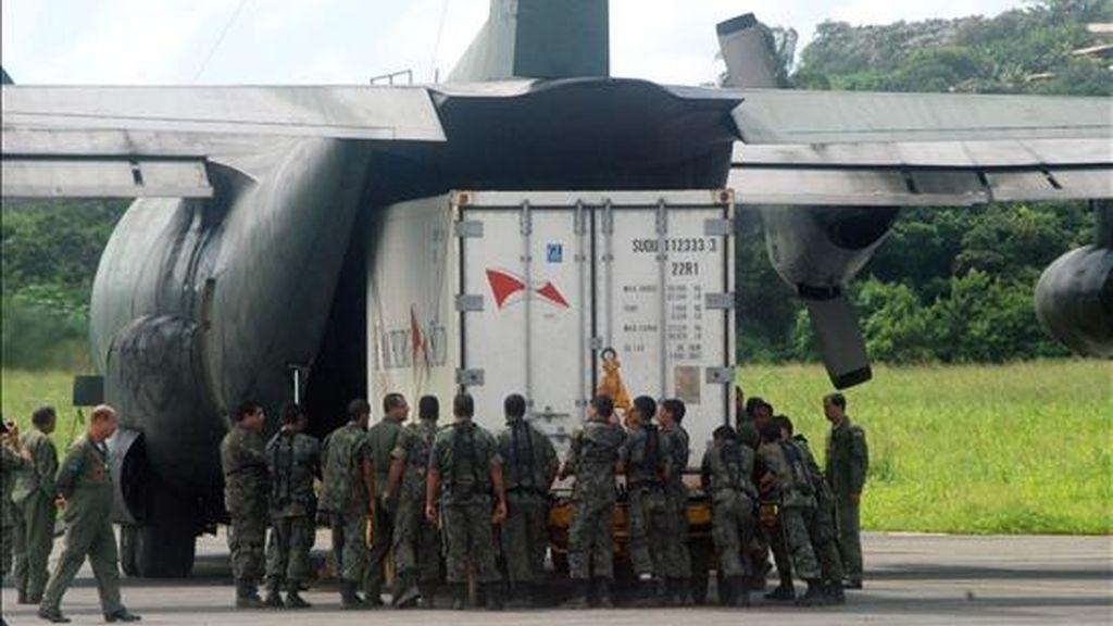 A cada dos días a partir de hoy, los militares volverán a analizar si procede continuar buscando restos y víctimas, en reuniones presenciales en Recife, ciudad en la que está instalado el comando de la operación. EFE/Archivo
