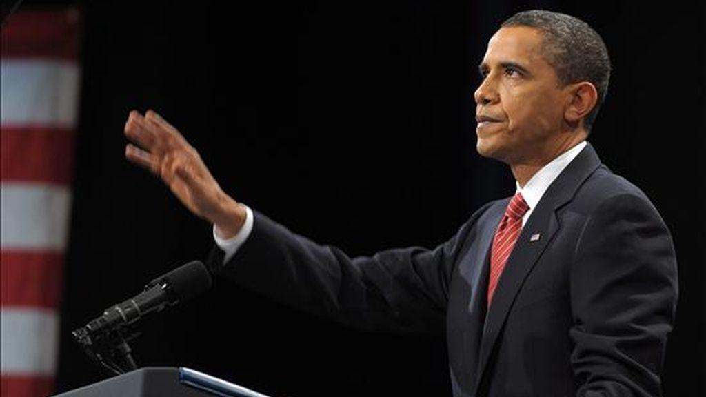 """El presidente de EE.UU., Barack Obama, pronuncia un discurso en la Academia Militar de Estados Unidos en West Point, Nueva York, donde afirmó que la guerra en Afganistán """"no está perdida"""", pero los talibanes han ganado terreno en los últimos años y es necesario enviar refuerzos de 30.000 hombres. EFE"""