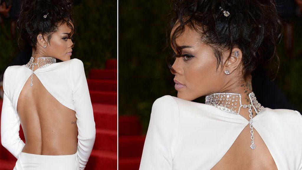 Rihanna lució un Stella McCartney en blanco
