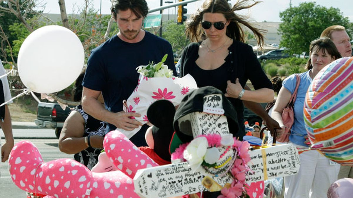 Christina Bale, visita a las víctimas del tiroteo de Denver