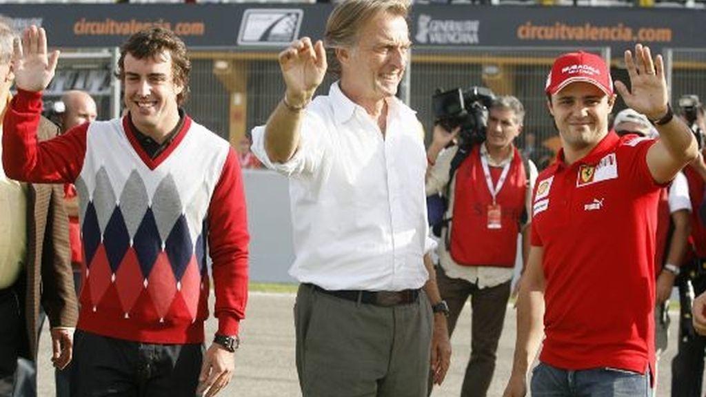 Fernando Alonso, con Montezemolo y Felipe Massa, en Valencia. FOTO: Reuters.