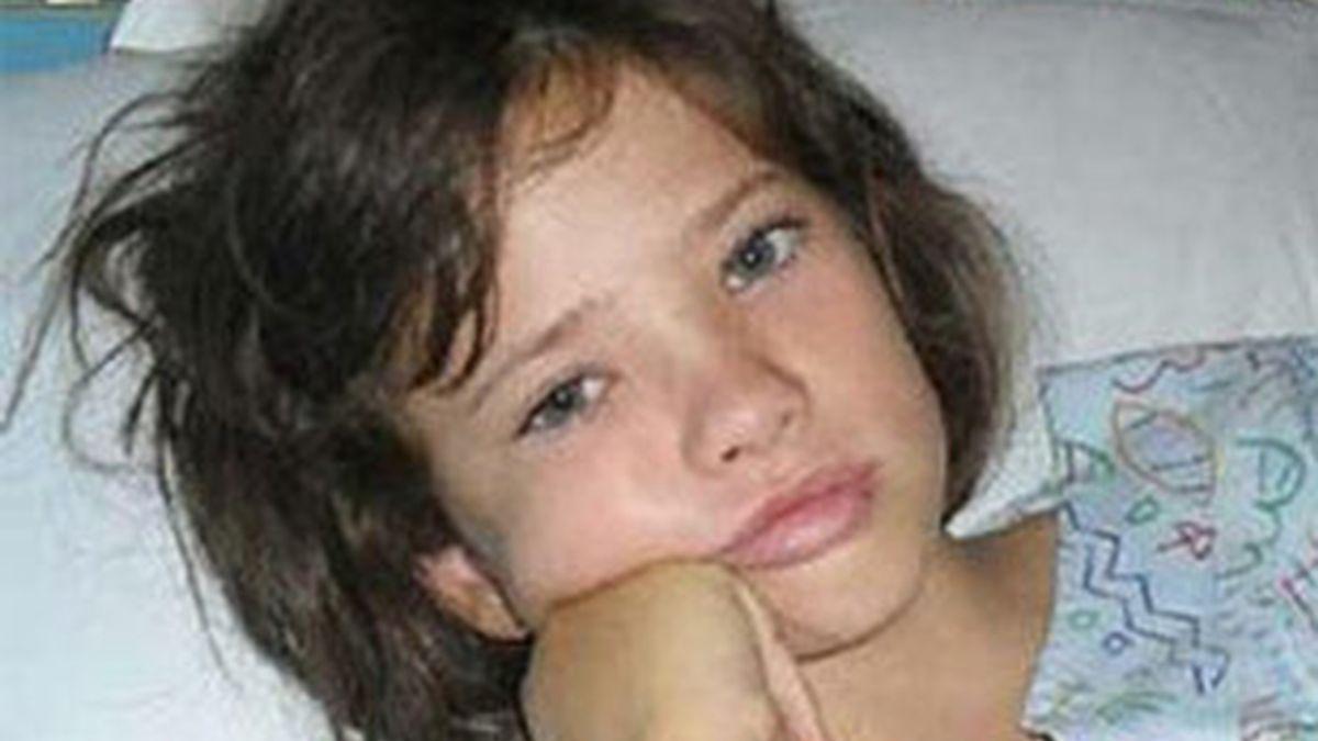 Rachel, en la habitación del hospital donde se recupera de la picadura. Foto: Gladstone Observer