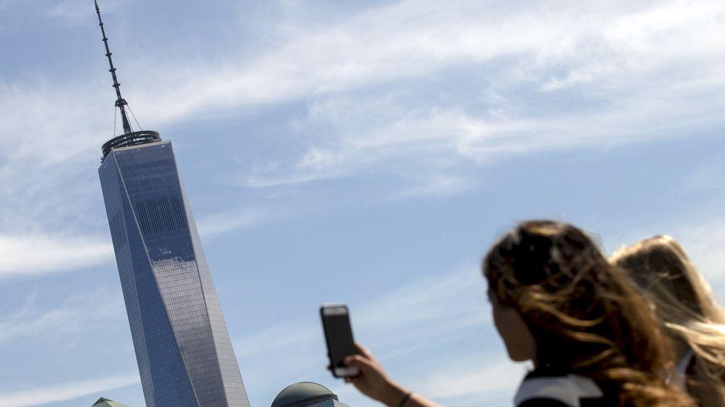 Usar el móvil bajo el sol podría propiciar el riesgo de cáncer de piel
