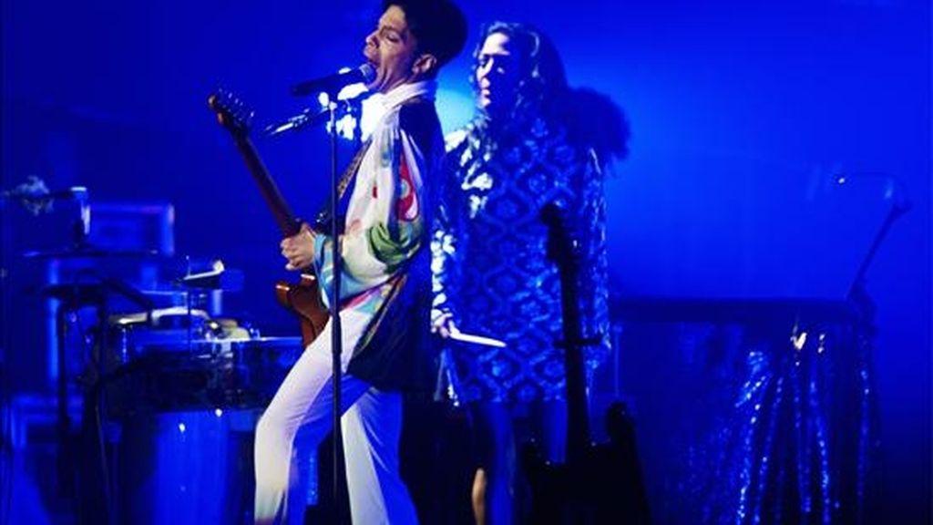 """El cantante estadounidense Prince ha decidido boicotear internet y las vías tradicionales de venta de música ante el lanzamiento de su último disco, """"20Ten"""", que se regala hoy en el Reino Unido con los periódicos """"Daily Mirror"""" y """"Daily Record"""", además de en Bélgica con otro diario. EFE/Archivo"""