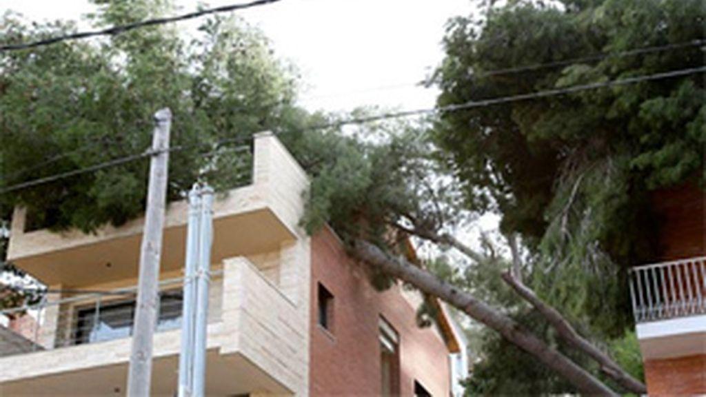 El temporal ha causado diversos desperfectos en viviendas. Foto: EFE.