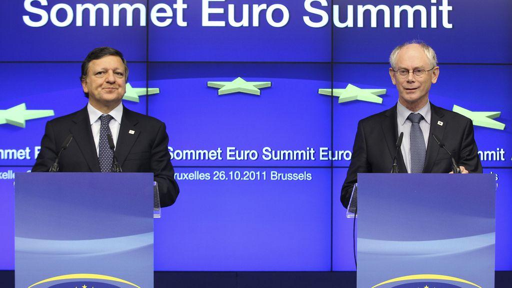 Van Rompuy y Durao Barroso tras la rueda de prensa posterior a la cumbre