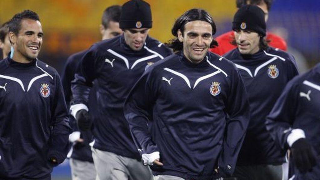 Los jugadores del Villarreal, entrenándiose en el Georgi Asparuhov de Sofía. FOTO: Reuters.