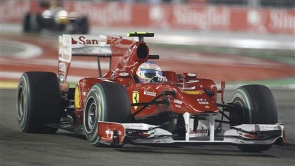 Grand Chelem para Alonso: 'pole', victoria, vuelta rápida y líder toda la carrera