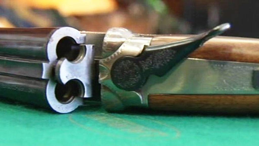 Una niña de 11 años apunta con una escopeta al ladrón que se coló en su casa
