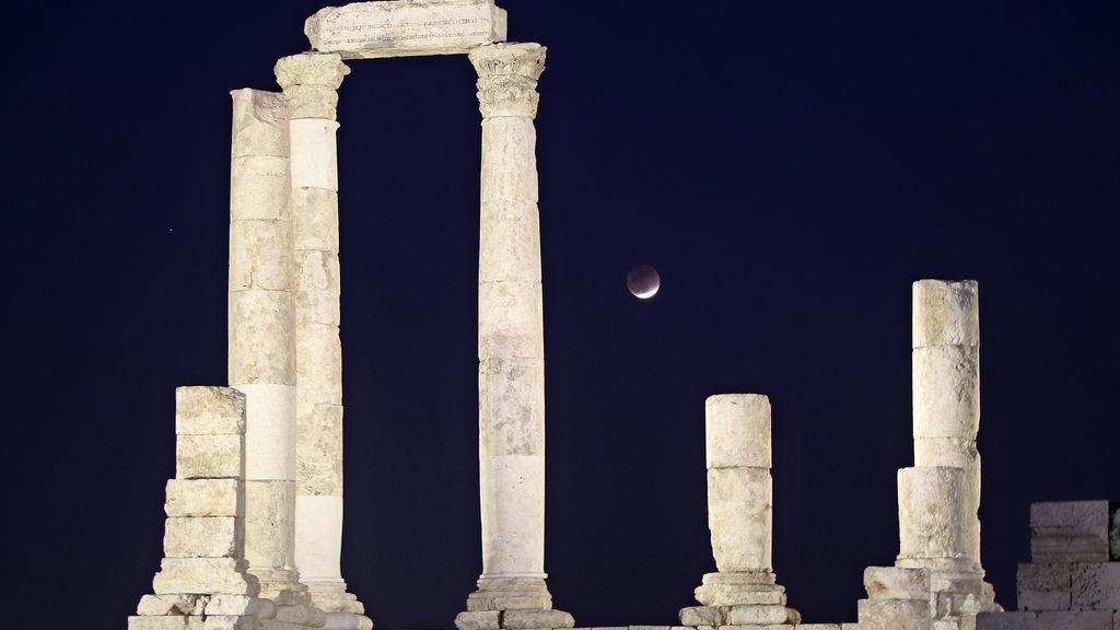 Eclipse sobre los pilares del Templo de Hércules, Roma