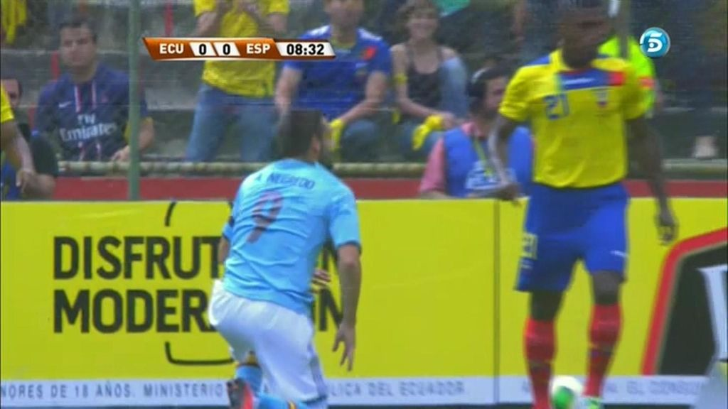 Negredo pudo abrir el marcador con una media chilena