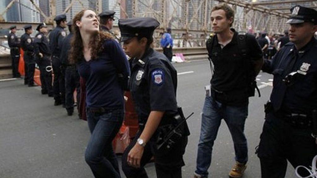Marchaban por el puente de Brooklyn