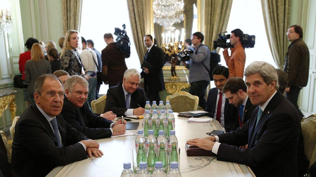 Kerry y Lavrov dialogan sobre la crisis en Crimea