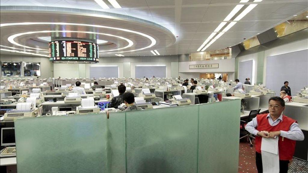 El índice Hang Seng de la Bolsa de Hong Kong ganó en la apertura de sesión 96,83 puntos, equivalentes al 0,41 por ciento, tras lo cual se situó en 23.857,17 puntos. EFE/Archivo