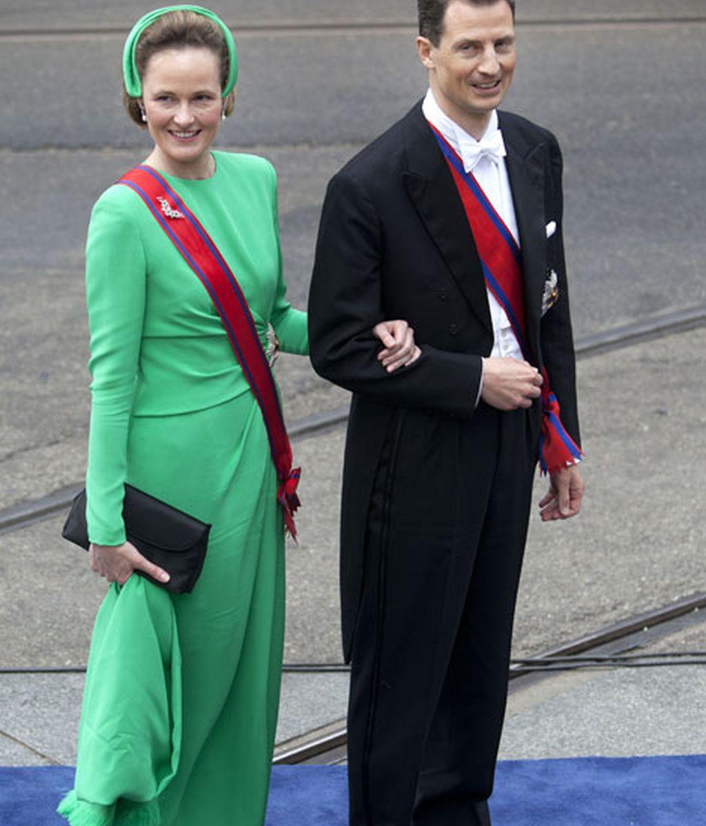 Príncipe Alois y la princesa Sofía, de verde intenso, de Liechtenstein