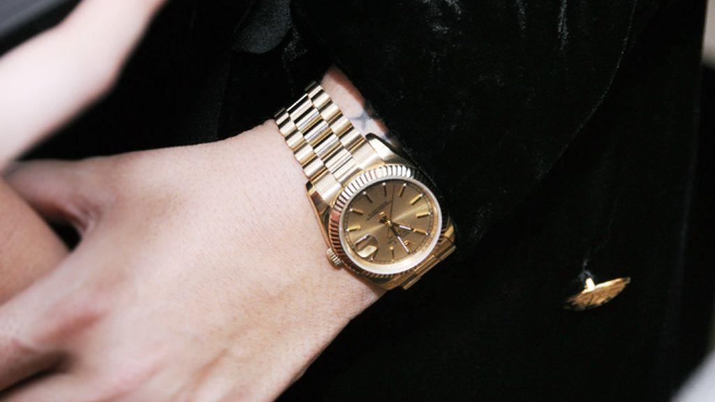 La diseñadora cuida cada detalle de su look, como atestigua su Rolex