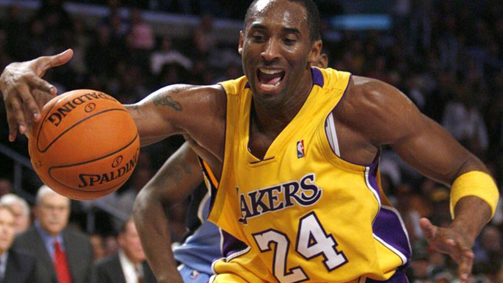 En 2006 anotó 81 puntos ante los Raptors batiendo el récord de Elgin Baylor