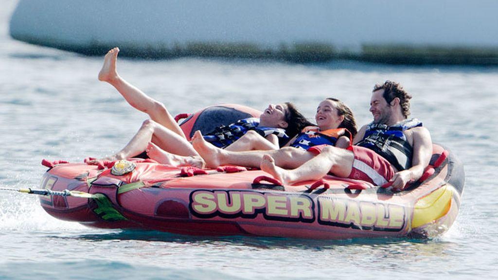 El más macizo de los 'Take That' se divierte como un niño en el mar