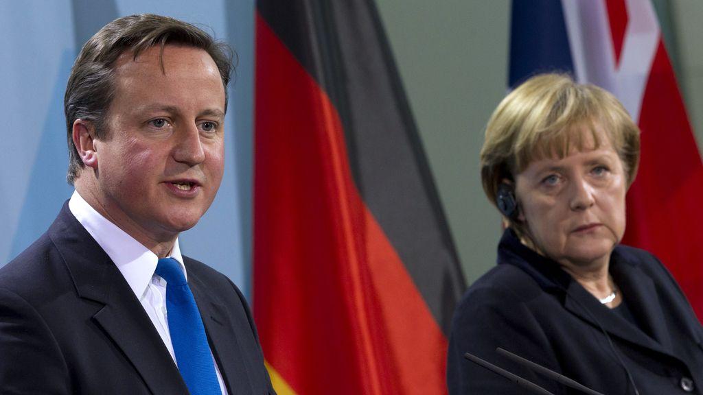 Merkel y Cameron escenifican sus diferencias sobre la crisis