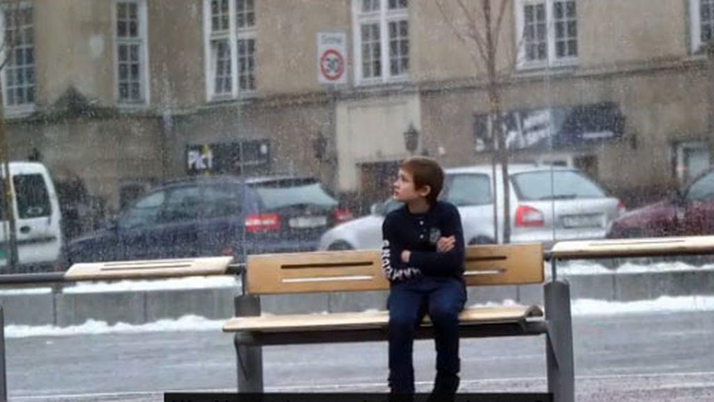¿Qué haría si se encuentra a un niño tiritando de frío en la parada del autobús?