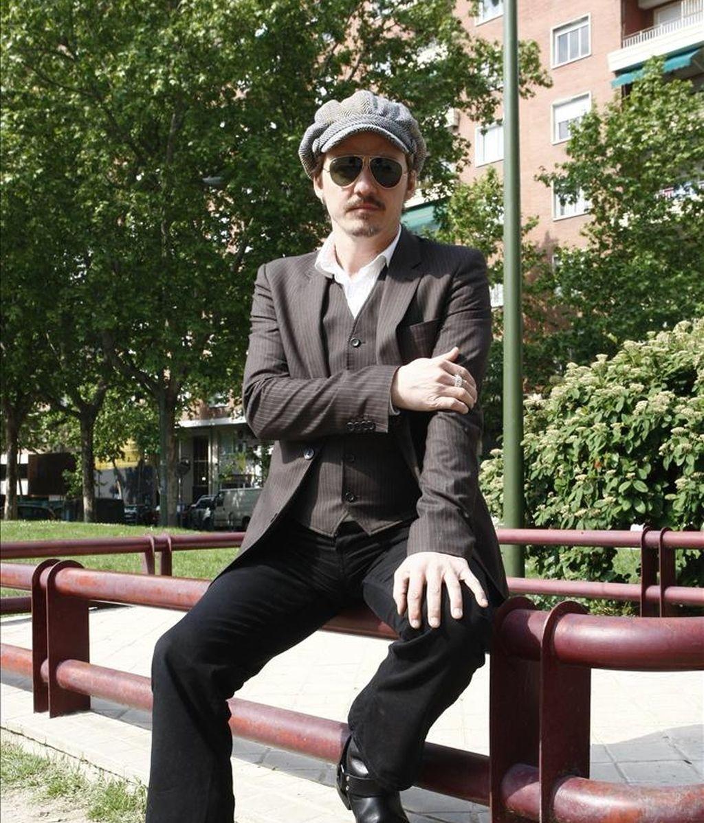 """El cantante Coque Malla, durante la entrevista que concedió a Efe con motivo de su nueva aventura en solitario, """"Termonuclear"""", que define como un disco """"fundamentalmente romántico"""". EFE"""
