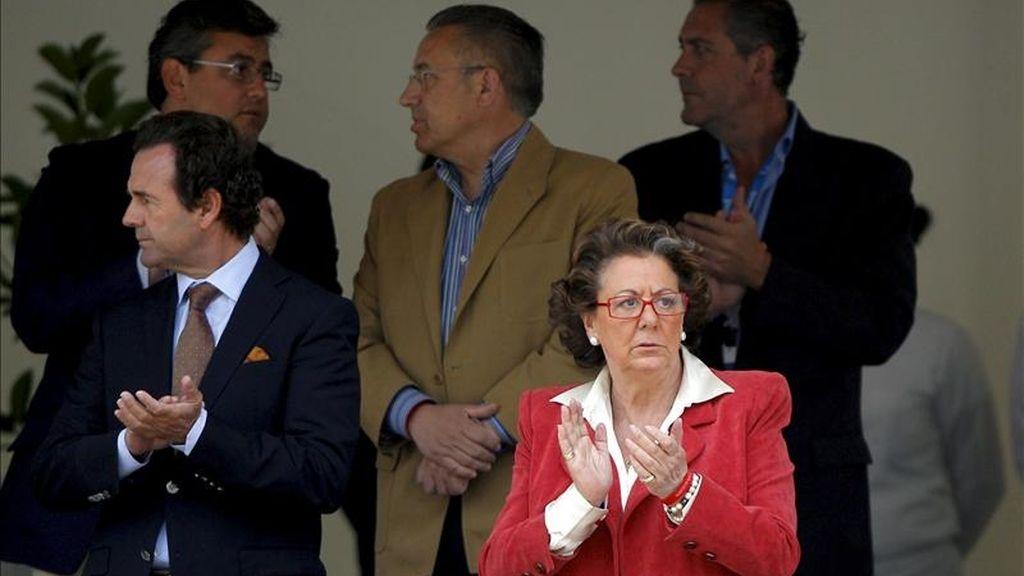 La alcaldesa de Valencia, Rita Barberá, aplaude durante la segunda jornada del Gran Premio de España de la Global Champions Tour que se disputa este fin de semana en la Ciudad de las Artes y de las Ciencias de Valencia. EFE