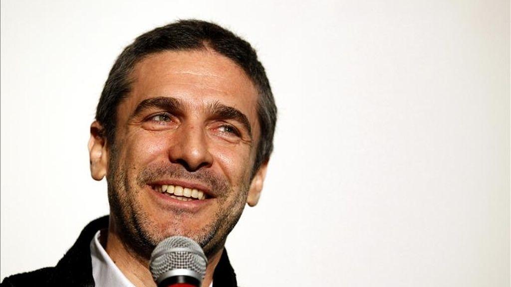 """El actor Leonardo Sbaraglia habla antes de la proyección de la película """"Sin Retorno"""" durante la noche de inauguración, """"Tributo a Argentina"""" del 27 Festival de cine latino de Chicago (IL,EEUU). EFE"""