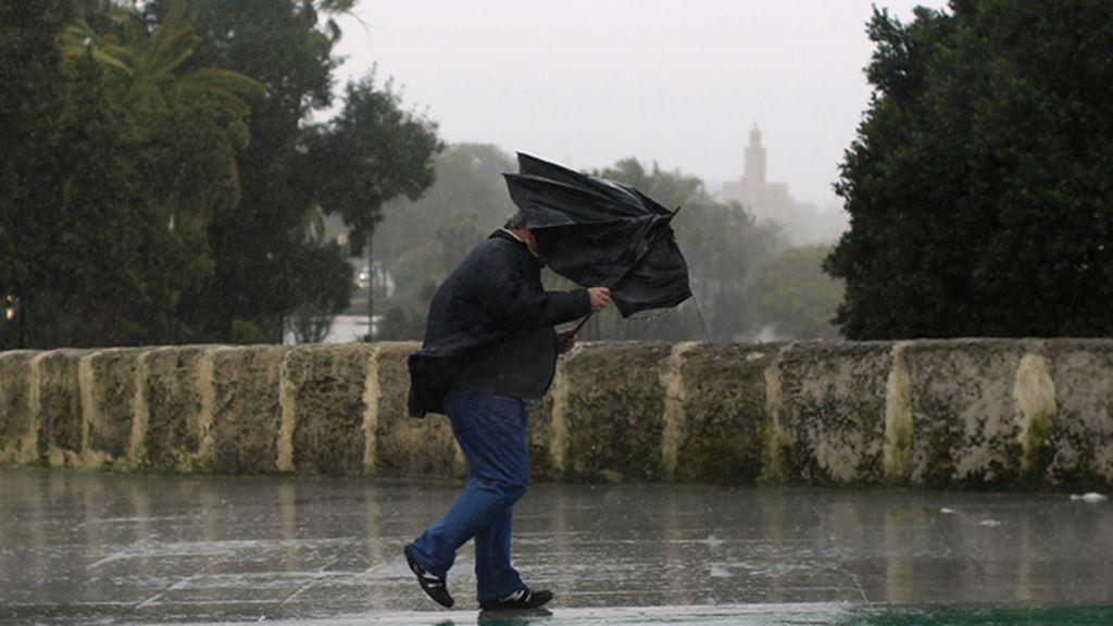 Un total de 15 provincias están en alerta por lluvias y tormentas