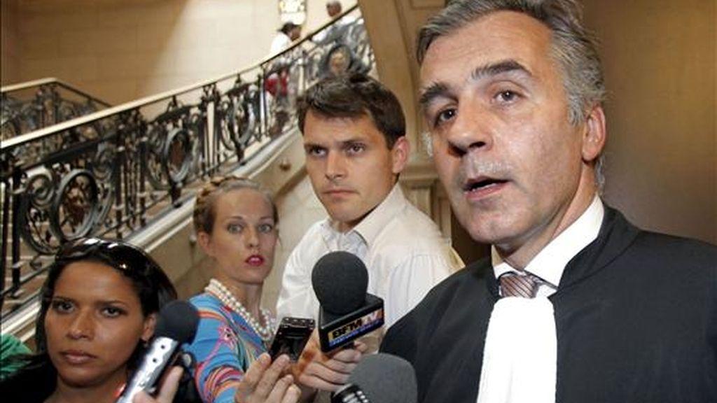 Yves Leberquier, el abogado francés del ex dictador panameño Manuel Antonio Noriega, a su llegada el pasado día 28 al Tribunal de París donde se celebró la vista del juicio contra el ex gobernante panameño Manuel Antonio Noriega por cargos de lavado de dinero procedente del narcotráfico. EFE