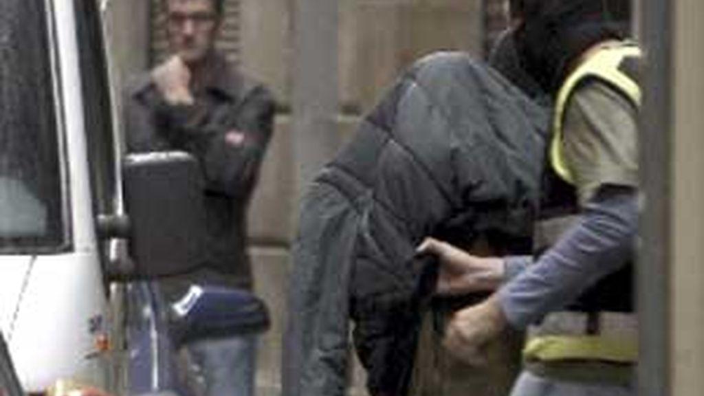 Imagen de la detención de uno de los acusados, llevada a cabo el pasado martes. Foto:EFE